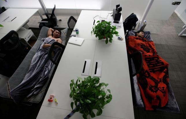 """加班太多:""""睡在公司""""已成为中国科技行业文化"""