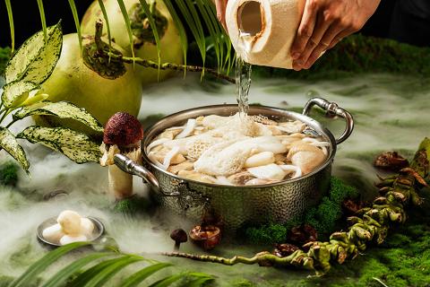继李佳琦后又登薇娅直播间,四季椰林创造椰子鸡火锅品类新记录!