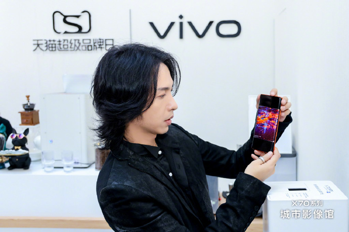 vivo天猫超级品牌日重磅首发旗舰新品,圈地高端手机消费市场