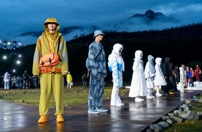 李宁天猫超级品牌日喜马拉雅山脉旁,打响品牌年度大秀