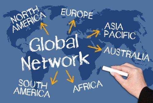 """中国互联网企业""""走出去""""的两种路线,哪种更靠谱?"""