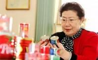 """女版""""褚时健"""",55岁创业,年入80亿,终成红牛加多宝背后的女人"""
