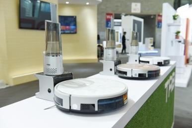 多款黑科技机器人亮相 塔波尔2019AWE再放异彩_行业观察_电商之家