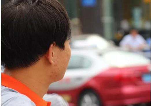 """从月入一万到四五千,疫情下的网约车司机:成年人的世界里,从来都没有""""容易""""二字_行业观察_电商之家"""